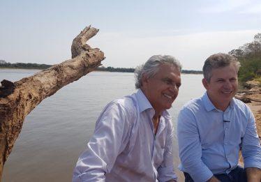 """""""Não podemos assistir o Rio Araguaia morrer aos poucos"""", diz Caiado em visita a Aruanã"""
