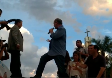 Durante ato no Setor Universitário, Ciro Gomes xinga Bolsonaro e o chama de nazista⠀