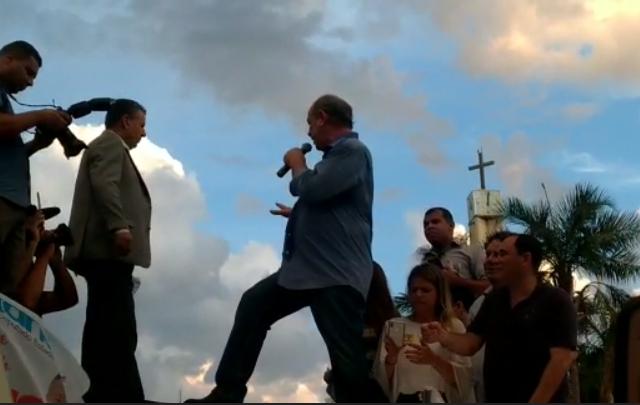 Durante ato em Goiânia, Ciro Gomes xinga Bolsonaro e o chama de nazista⠀