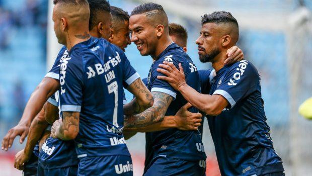 Em tarde de Jael, Grêmio goleia o Botafogo e encosta nos líderes do Brasileirão