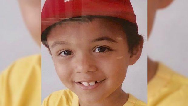 Pai da criança que morreu após ser atingido por poste denuncia que objeto ainda não foi retirado do local