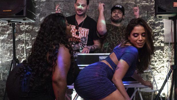Anitta e Jojo Todynho curtem baile funk no clipe de 'Perdendo a Mão'