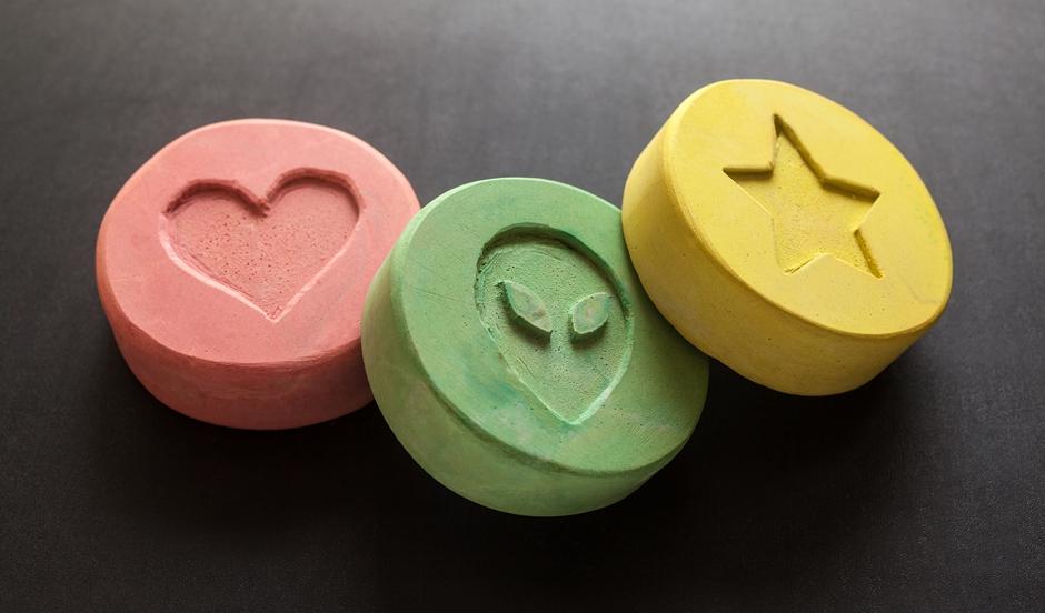 Homem é preso com mais de mil comprimidos de ecstasy