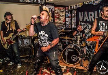 Monstro Discos celebra 20 anos com show de lenda do punk mundial no Martin Cererê, em Goiânia