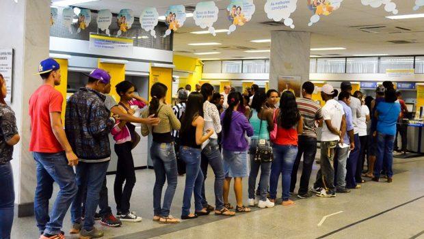 Aumentam em Goiás denúncias por tempo de espera em fila de banco