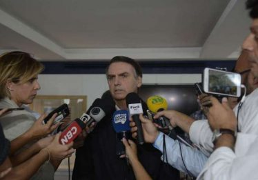 'Nunca vi autoridade do Brasil ser assistida por médico cubano', diz Bolsonaro