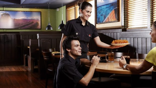 Restaurantes do Outback em Goiânia oferecem 45 vagas de emprego