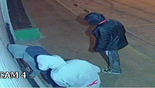 Vídeo registra ação de assaltantes em loja no Jardim Atlântico