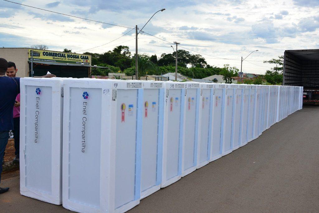 Enel troca geladeiras de moradores do Jardim Guanabara, em Goiânia