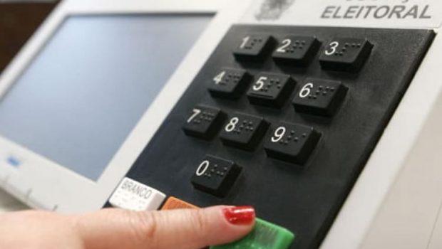 Eleitores enfrentam instabilidade no site do TSE e não encontram seção eleitoral