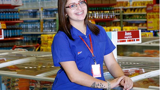Rede de supermercados abre 100 vagas de emprego em Goiânia