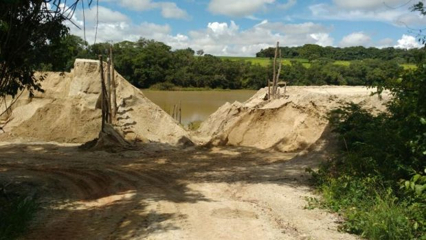 Fazendeiros são indiciados por extração de areia e argila do Rio Piracanjuba