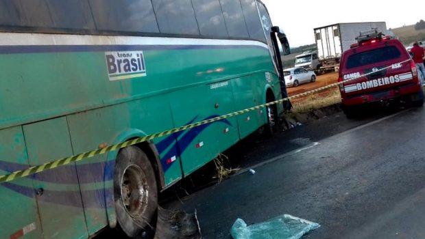Um morre e 13 pessoas ficam feridas em acidente envolvendo quatro veículos na BR-020, em Formosa