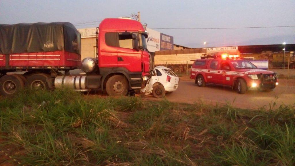 Condutor morre após colidir de frente contra caminhão na BR-020, em Formosa