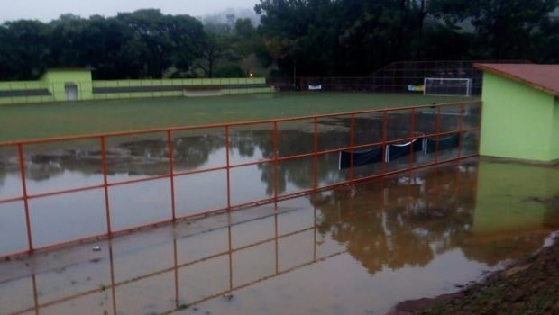 Estádio de futebol em Pilar de Goiás é danificado pela chuva seis dias após inauguração