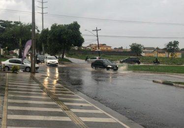 Motociclista morre após bater em outra moto e ser atropelado por carro, em Goiânia