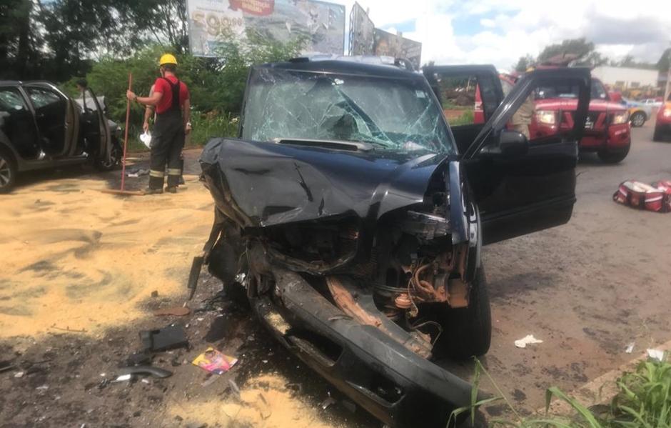Acidente deixa três pessoas feridas no Setor Santa Genoveva, em Goiânia