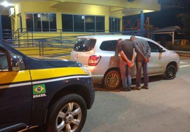 PRF apreende cinco adolescentes e prende três adultos com veículos roubados em rodovias goianas