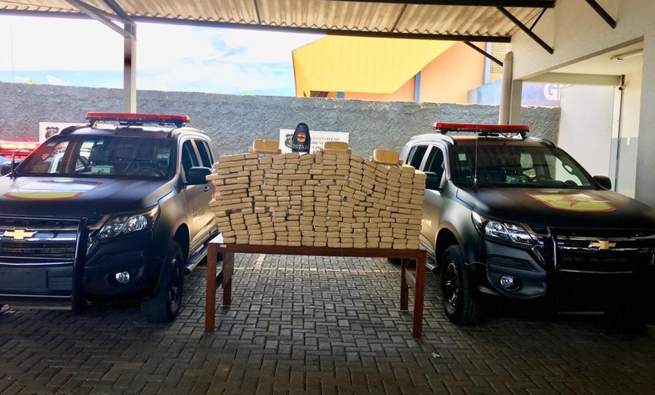 Rotam apreende 210 kg de maconha e 3 kg de pasta base de cocaína em Goiânia