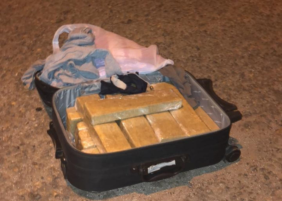 Esposa de presidiário é presa com 12 kg de maconha na BR-153, em Uruaçu