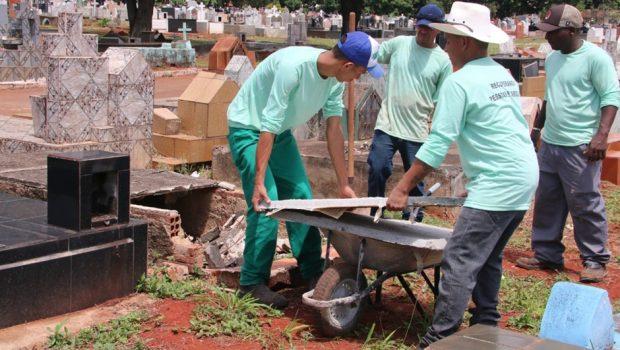 Detentos revitalizam cemitérios para o Dia de Finados