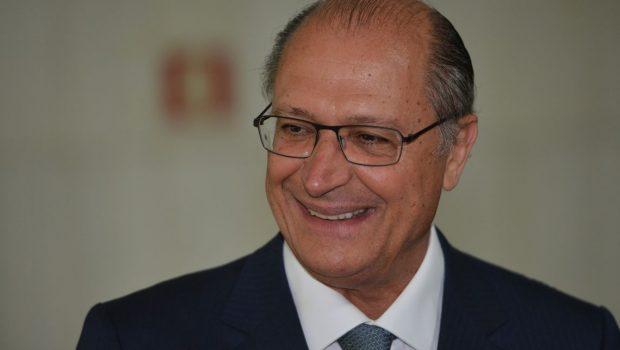 Alckmin vota e fala em esperança no Brasil