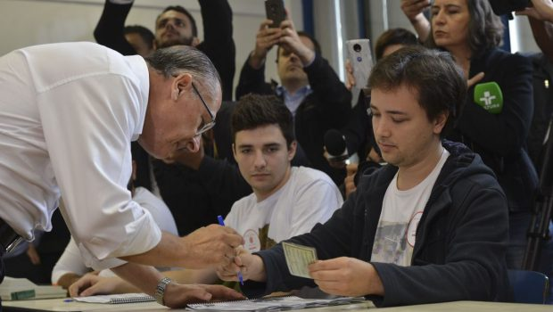 Alckmin diz que vai reunir PSDB para decidir posição no 2º turno