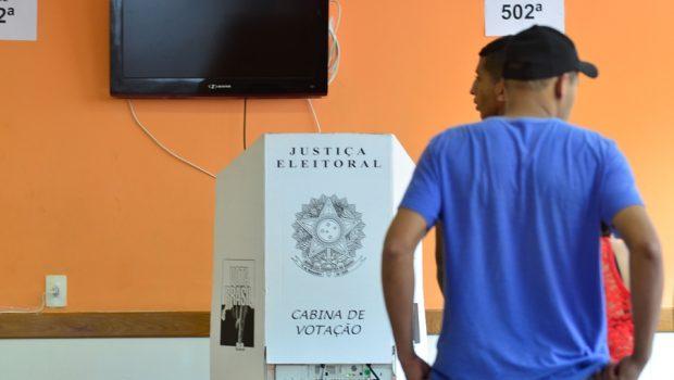 Eleitores devem investigar candidatos e checar informações, dizem especialistas