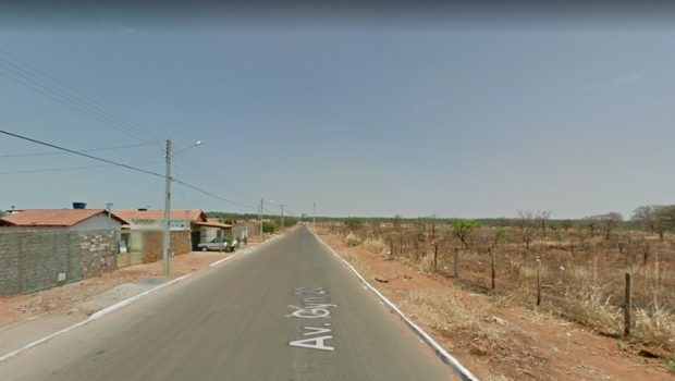 Casal fica ferido após bater motocicleta em caçamba no Parque Eldorado Oeste, em Goiânia