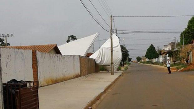 Crianças ficam feridas ao serem atingidas por tenda, em Aparecida de Goiânia