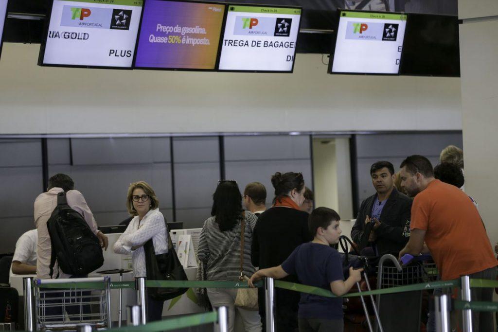 Gastos com viagens ao exterior caem 30,7% em setembro