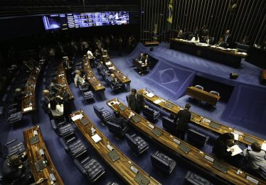 Projeto que regulamenta trabalho insalubre de grávidas e lactantes avança no Senado