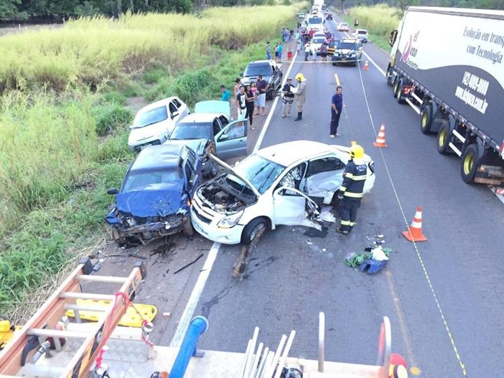 Mãe e filha morrem em acidente de carro, em Jaraguá