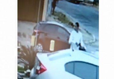 Homem tem carro roubado na porta de sua loja, no Jardim América