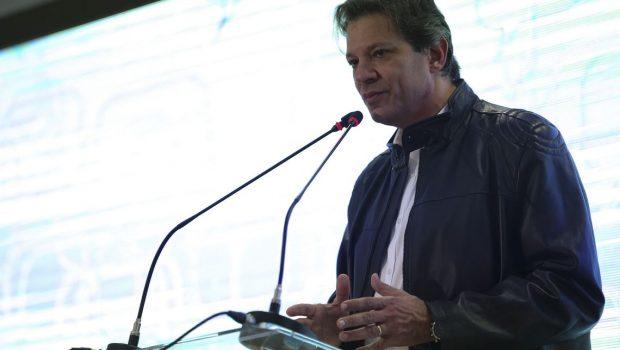 Haddad diz esperar que Bolsonaro não se esconda em redes sociais no 2º turno