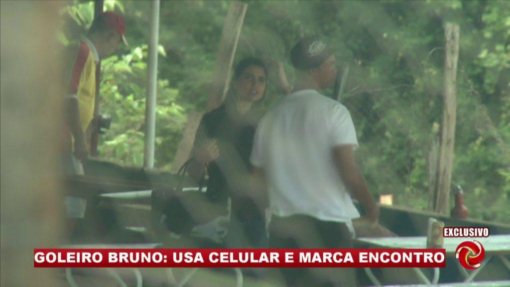 Goleiro Bruno perde benefício após ser flagrado em bar com mulheres