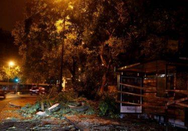 Tempestade Leslie deixa feridos e centenas de milhares sem energia em Portugal