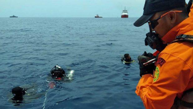 Avião com 188 pessoas a bordo cai na Indonésia