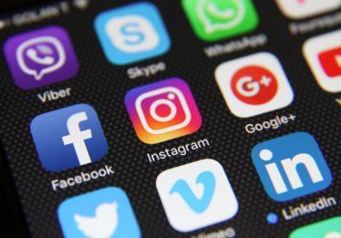 Desinformação em redes sociais é problema sistêmico, diz editorial do NYT