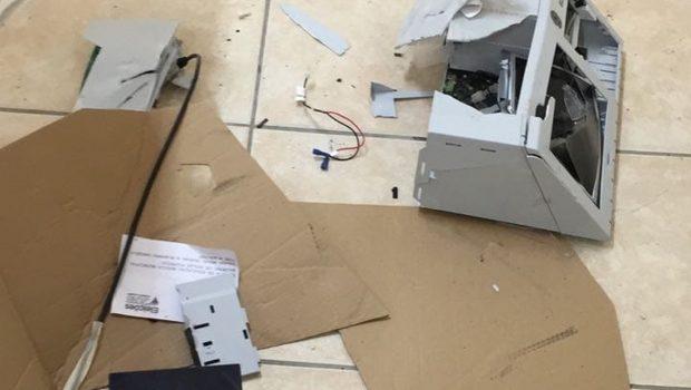 Eleitor destrói urna eletrônica com marreta em Santa Catarina