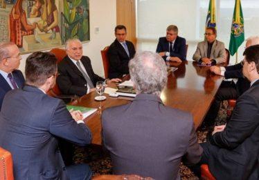 Temer já costura transição com Bolsonaro