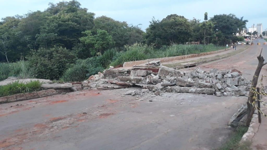 Prefeitura interdita avenida no Setor Goiânia Viva, em Goiânia