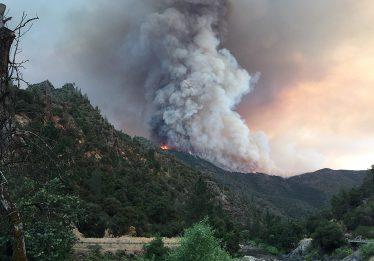 Incêndio na Califórnia cresce, e só 30% das chamas foram contidas
