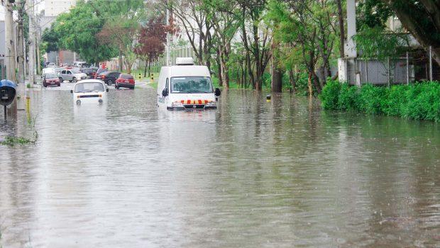 Chuvas causam alagamentos na Grande São Paulo; capital tem estado de atenção