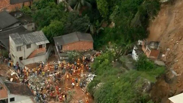 Deslizamento de terra deixa 14 mortos e 11 feridos em Niterói (RJ)
