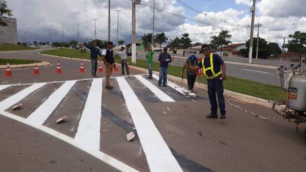 Detentos realizam limpeza urbana e pintura viária em Senador Canedo