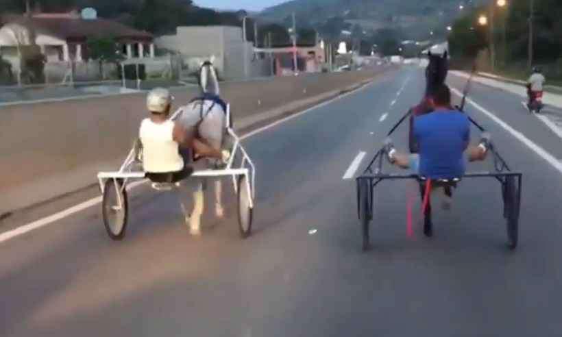 Charretes estavam a 50 km/h durante 'racha' em rodovia paulista, diz laudo