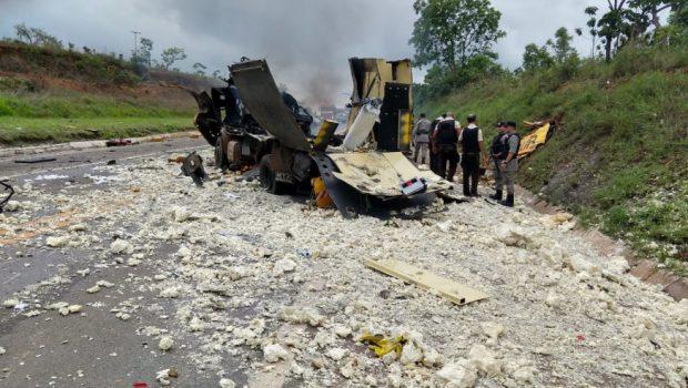 Bandidos explodem carro forte na BR-040, em Cristalina