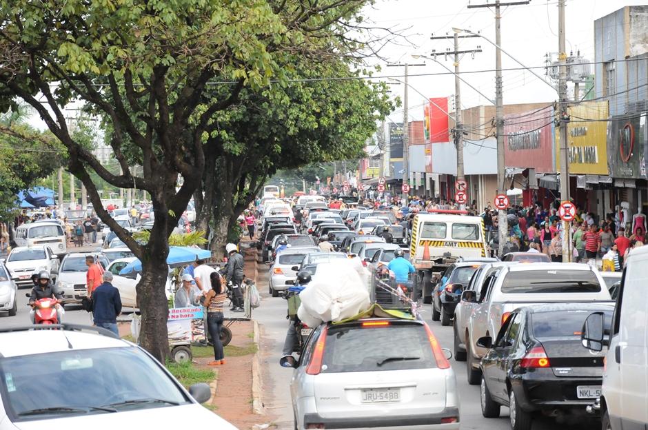 Prefeitura autoriza atuação de ambulantes que vendam frutas e produtos natalinos