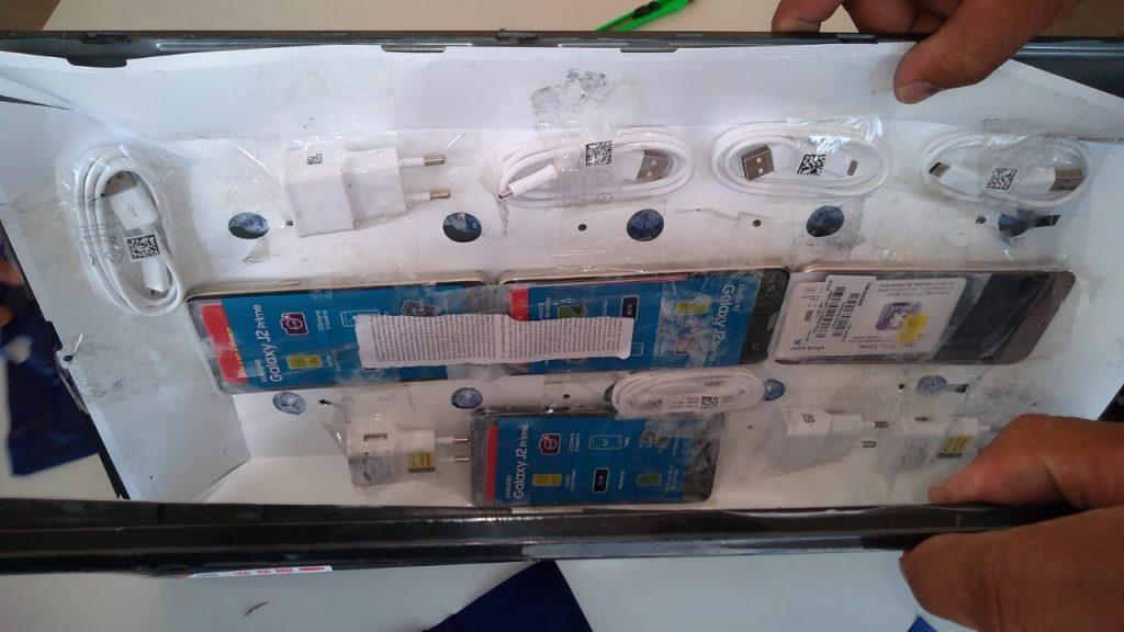 Agentes prisionais encontram quatro celulares dentro de televisão em Anápolis-GO